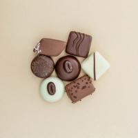 ¿Y tú qué prefieres? ¿Chocolate blanco, chocolate con leche o chocolate negro? 🍪🍫Descubre nuestras Sweet bombones, ideales para regalar en el #DíadelaMadre. Recuerda que puedes hacer tu pedido hasta el jueves para que te llegue a tiempo. Tendrás un 15% de DTO. por tiempo limitado con el código MAMA15. ✨👩🏻💼#SweetMessages #Chocolate #Bombón #RegaloPerfecto #Dulce #IdeaRegalo #Mamá
