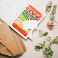 ¿Sabias que puedes personalizar tu cajita Sweet? Sí, sí, como lees. Una vez escojas tu favorita, puedes añadir un mensaje personalizado y una fotografía para que la persona que la reciba se sorprenda y emocione. 😳🌈La Sweet Classic, es la cajita que aparece en la fotografía y nos parece ideal por su combinación de sabores y lo colorida que es. ¡Genial para primavera y dar alegría al body! 💃🏽🍭✨#SweetMessages #RegaloPerfecto #Golosinas #Regalo #Chuches