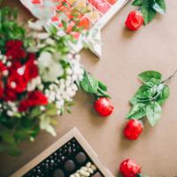 ¡Hoy es el Día Internacional del Libro! 📚 Y en concreto en Cataluña, es el Dia de Sant Jordi, donde es tradicional regalar una rosa o un libro. Durante el día de hoy en stories te propondremos varios libros que nos gustaría recomendarte ¿y por qué no acompañarlo de una caja Sweet para regalar? ❤️También tenemos un notición 🙏🏼 Y es que hoy de 12:00 a 17:00 estaremos en la Rooftop del @elpalacebarcelona vendiendo algunas cajitas y regalos ideales junto a @foxandsocks_brand 😍 ¿Te animas a visitarnos?#SweetMessages #RegaloPerfecto #RegalosOriginales #SantJordi #DíadelLibro