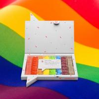 🏳️🌈 ¿Conoces nuestra caja #LoveIsLove?Consigue ahora un -30% con el código LOVE30 y defiende la inclusión mandándole un mensaje empoderador y lleno de amor a esa persona que tienes en mente. Y recuerda love always wins 🙌🏻#Pride #DiaDelOrgullo #SweetMessages #Golosinas #Regalo #Orgullo