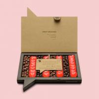 ¿Qué prefieres, golosinas o chocolate? 🍫 ❤️  Con la caja #LoveConguitos conseguirás la combinación perfecta entre chocolate y golosinas con la que acertarás seguro. Regala la caja perfecta para sorprender a esa persona tan especial.   #Conguitos #Golosinas #Regalo #Original  