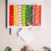 Menciona a esa persona con la que compartirías esta caja de Sweet Messages🤤 ¿Qué golosina crees que cogería primero? ¡Si aciertas te debe una!   Y no… no vale mencionarse a uno mismo😂  ❤️🍌 🍓🍈🍉🧡 